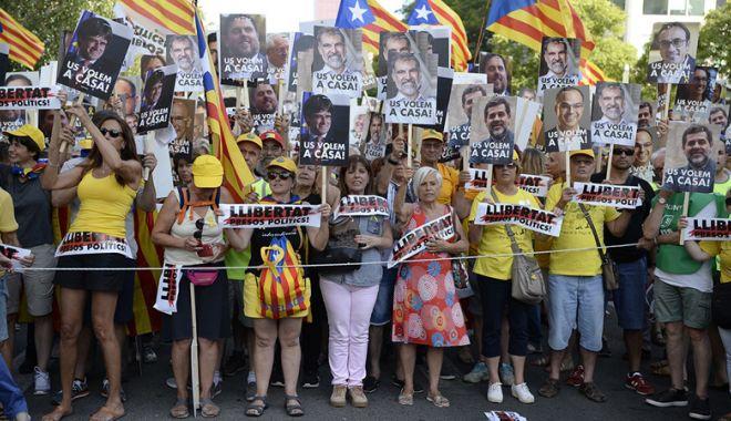 Foto: Mii de manifestanţi au cerut, la Barcelona, eliberarea deţinuţilor separatişti