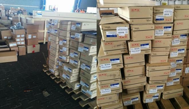 Foto: Mii de piese auto contrafăcute, confiscate în Portul Constanţa