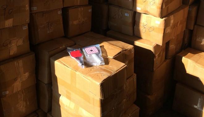 Foto: Mii de bunuri contrafăcute, confiscate în Portul Constanța