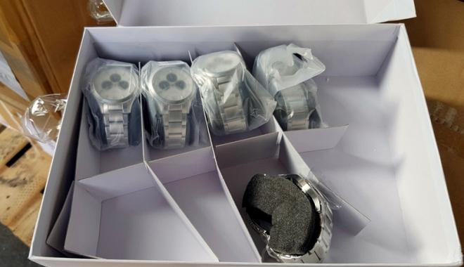 Foto: Mii de ceasuri contrafăcute, confiscate de poliţiştii constănţeni