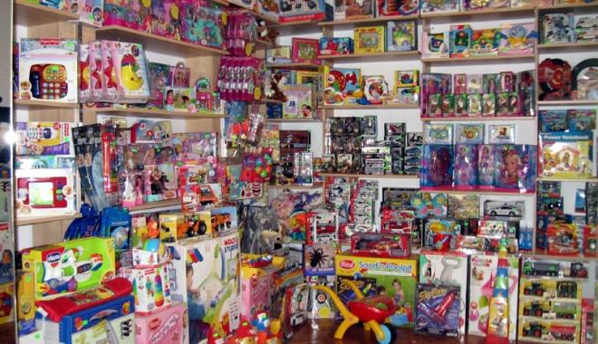 Foto: Mii de jucării, confiscate la Constanţa
