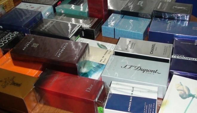 Foto: Mii de parfumuri, confiscate în Portul Constanţa