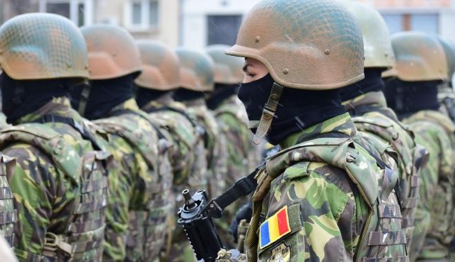 """Foto: VIAŢĂ DE SOLDAT: """"Ce mai apărăm noi azi? Vilele lor, pământul vândut străinilor? Ne iubim ţara, de asta suntem militar"""""""