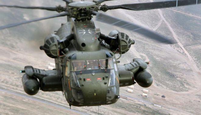 Foto: Tragedie aviatică! Un elicopter militar s-a prăbușit. Cel puțin o persoană a murit