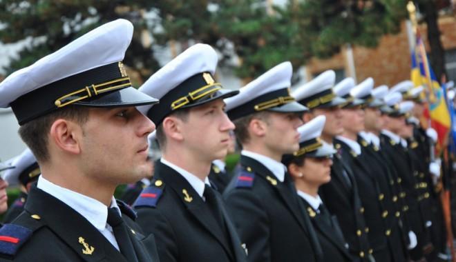 Foto: Studenţii de la Academia Navală au depus jurământul