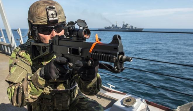 Foto: Militarii Forţelor Navale Române participă la acţiuni de luptă