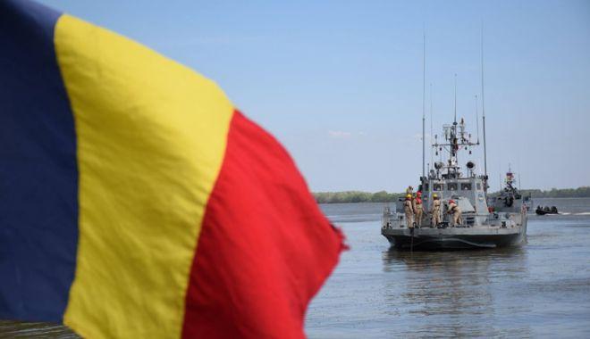 Foto: Militarii Centrului  de Scafandri, activităţi  de instruire pe Dunăre