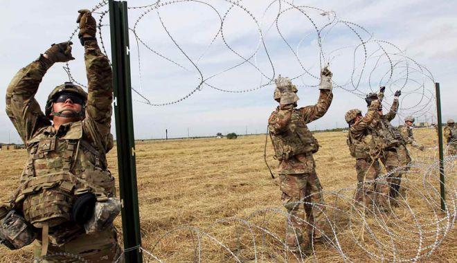 """Foto: """"Militarii vor rămâne la frontiera cu Mexic atât cât va fi necesar"""""""
