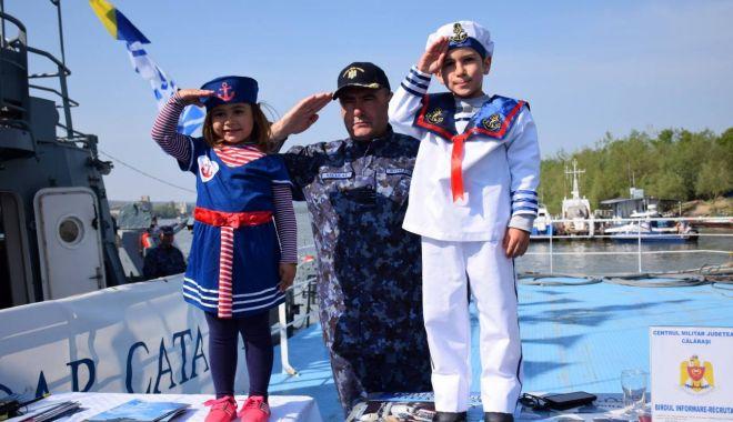 Foto: Marinarii militari participă la ceremoniile dedicate zilei de 9 mai