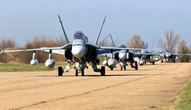 """Foto: Membri ai Forţelor Terestre ale SUA ajung la Baza Aeriană """"Mihail Kogălniceanu"""""""