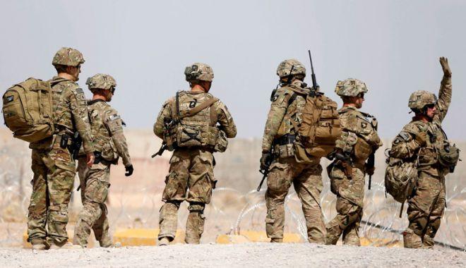 Foto: Zeci de militari morţi în Afganistan după ce baza  le-a fost atacată  de talibani