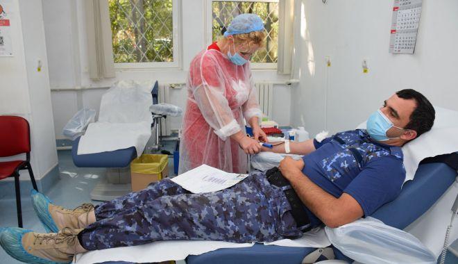 Foto: Militarii salvează vieți prin donarea de sânge