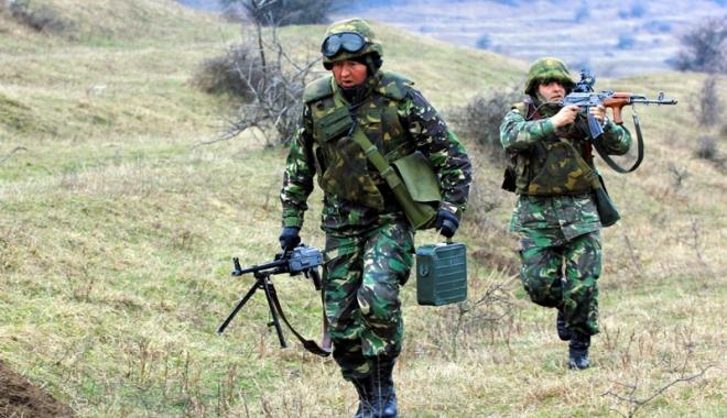 Foto: Poliţiştii şi militarii, la loc comanda. Guvernul a retras ordonanţa privind salarizarea bugetarilor