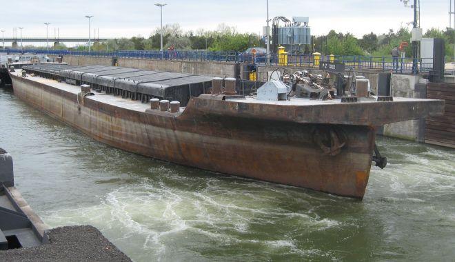 Foto: Minereurile și cerealele domină traficul de mărfuri pe canalele navigabile în 2019