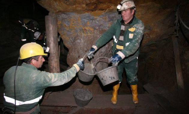 Foto: Încă 11 mineri au coborât în subteran la Roşia Montană