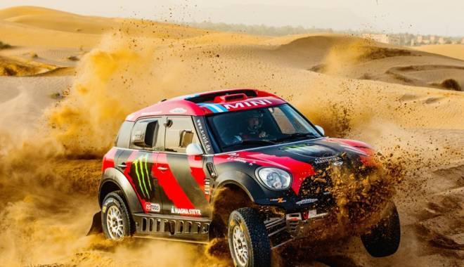 Foto: Mini trimite opt maşini la Raliul Dakar 2015. România va avea un reprezentant la clasa moto