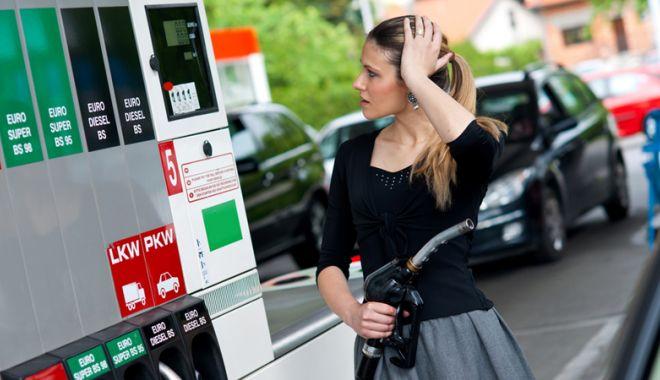 Foto: Ministrul Finanţelor: Numărul taxelor trebuie redus, acciza la carburanţi ar putea fi eliminată