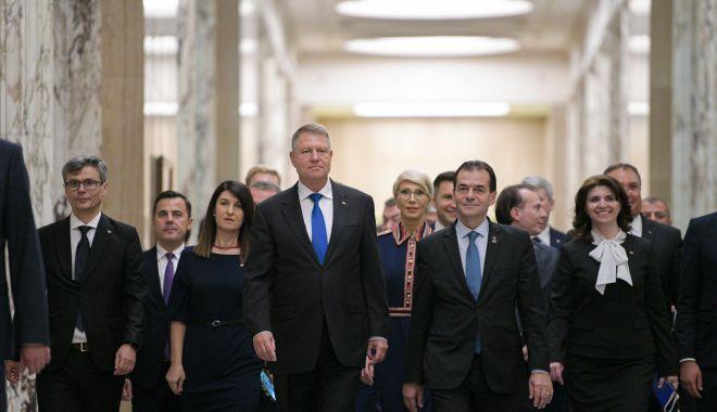 """Foto: Guvernul Orban a depus jurământul, la Palatul Cotroceni / Iohannis: """"Vă spun sincer, mă tem de ce vor găsi noii miniștri în ministere"""""""