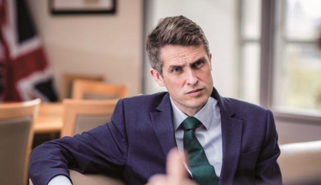 Foto: Ministrul Apărării din Marea Britanie, demis în urma unei scurgeri de informaţii