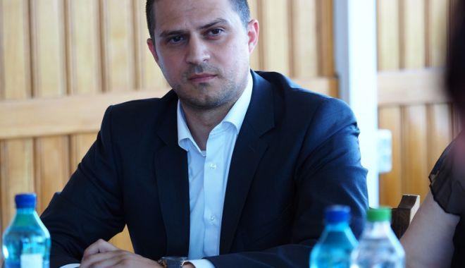 """Foto: Ministrul Bogdan Trif vine la inaugurarea Târgului de turism """"VACANȚA"""" Constanța"""