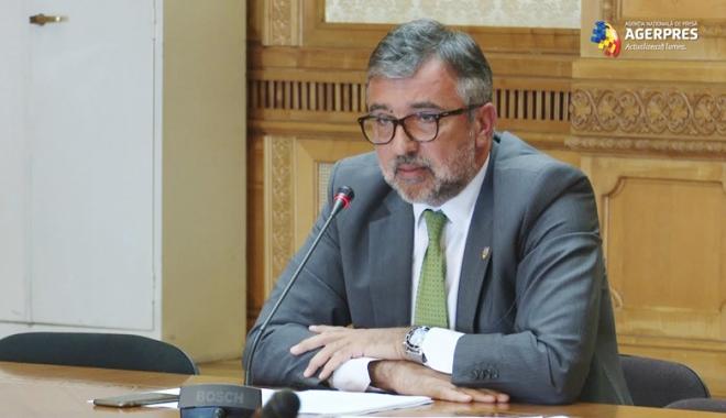 Foto: Ministrul Lucian Romaşcanu, somat să prezinte proiectele depuse pentru Centenarul Marii Uniri