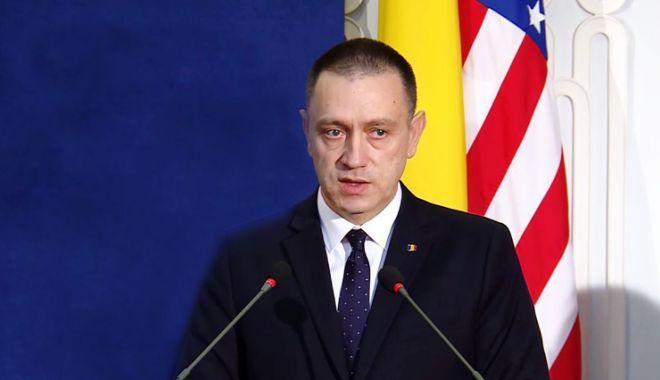 Foto: Ministrul Fifor, neinteresat de solicitarea Opoziției de a demisiona: E treaba lor!
