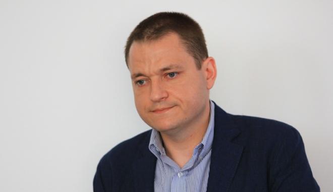 """Foto: """"Broşurile de promovare a României sunt vechi. Din unele nu se înţelege nimic"""""""