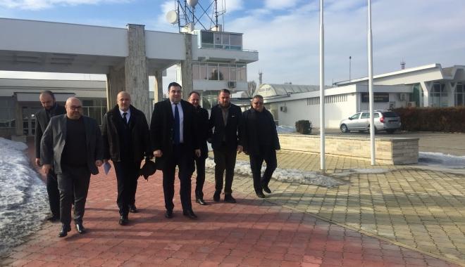 Foto: Ministrul Transporturilor în vizită, în portul Constanţa