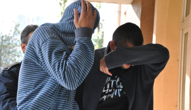 Foto: Minori din Constanţa, reţinuţi pentru tâlhărie calificată