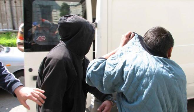 Foto: Minori acuzaţi de furt calificat, pe mâna poliţiştilor constănţeni