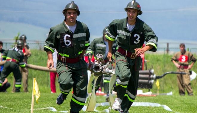 Foto: Minorii pot deveni pompieri voluntari. Iată cum este posibil