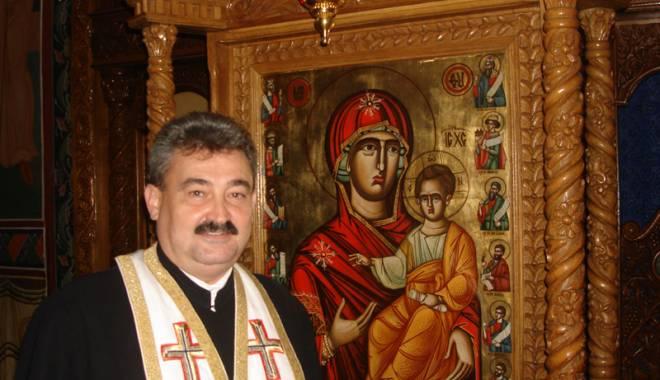 Foto: Minunile lui Arsenie Boca, povestite de părintele Marius Moşteanu