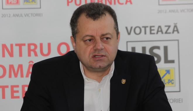 Foto: Mircea Banias şi-a prezentat raportul de activitate pe cei patru ani în Senatul României