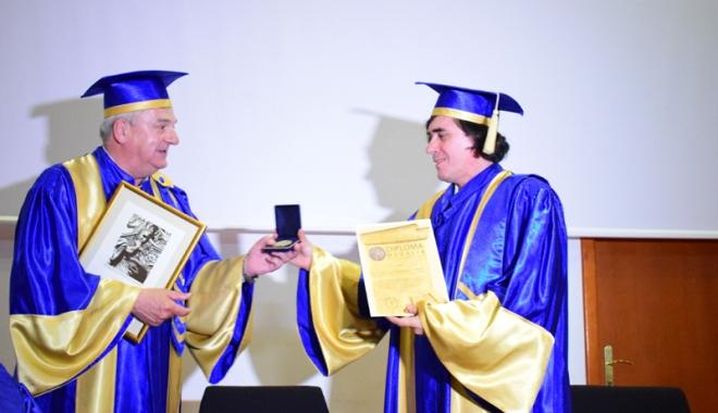 """Foto: Marele scriitor Mircea Cărtărescu a primit titlul de Doctor Honoris Causa al Universităţii """"Ovidius"""""""