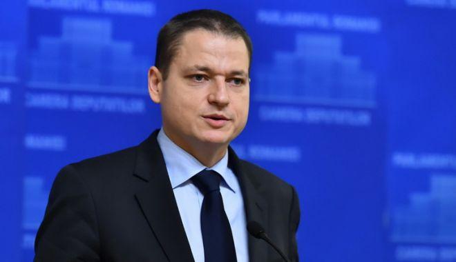 Foto: Fostul ministru al Turismului,  Mircea Dobre, la raport. Voucherele  de vacanţă, cea mai mare realizare
