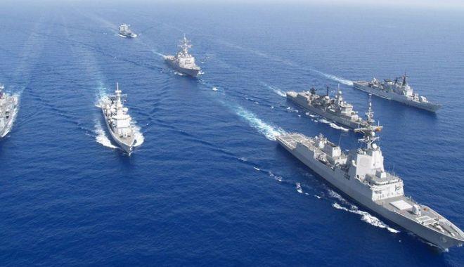 """Foto: Fregata """"Regele Ferdinand"""" şi Dragorul Maritim """"Dinescu"""", misiuni NATO în Marea Neagră"""