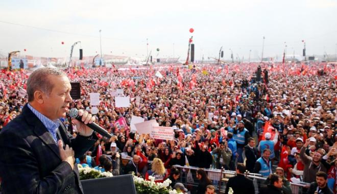 Foto: Miting uriaş la Istanbul,  cu o săptămână înainte de referendum.  Erdogan, comandant suprem!