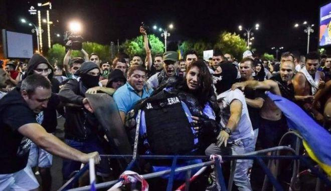 Foto: Doi protestatari bănuiți că au lovit jandarmi la mitingul diasporei au fost reținuți