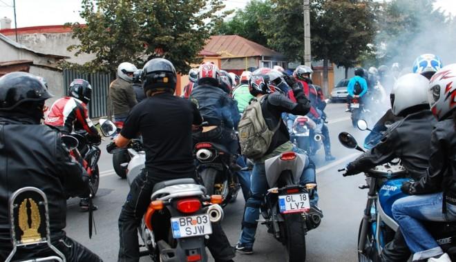 Foto: Un grup de motociclişti a fost snopit în bătaie de fostul viceprimar al Tuzlei