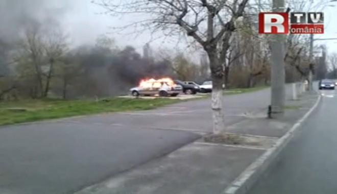 Foto: Două maşini care aparţin lui Adrian Mititelu au fost incendiate în Craiova / VIDEO