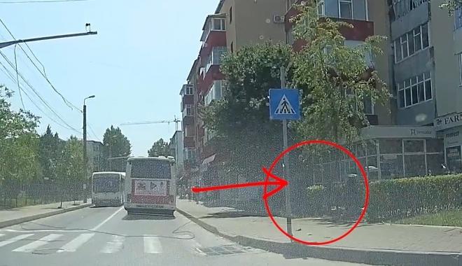 """Foto: """"NU VREAU SĂ MAI IES NICIODATĂ DIN CASĂ"""" / Mesajul copilului de 12 ani, lovit de un cablu rupt de autobuz"""