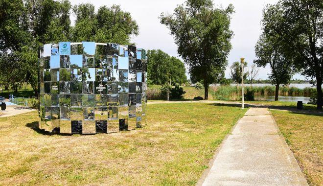 Foto: Primăria Constanța continuă montarea mobilierului urban nou