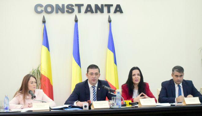 Foto: CJC a semnat contractul pentru reabilitarea DJ Cernavodă - Ion Corvin