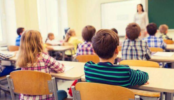 Foto: Doliu pentru Educație! Protest inedit al elevilor în prima zi de școală
