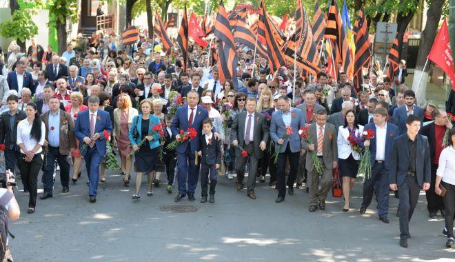 """Foto: Moldovenii, chemaţi să participe, duminică, la """"marşul poporului"""""""