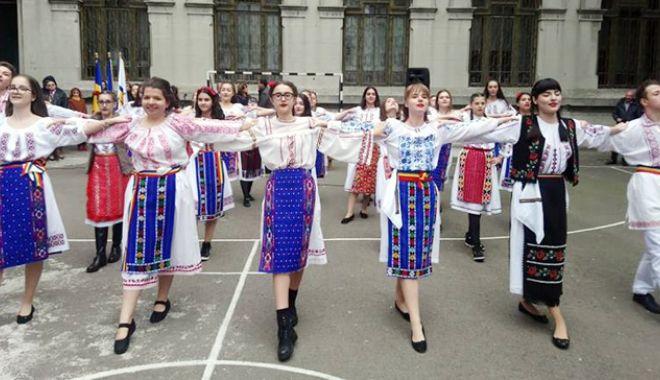 """Foto: Moment istoric la Colegiul  """"Mircea"""". """"Unitate în diversitate  pe pământ dobrogean"""""""