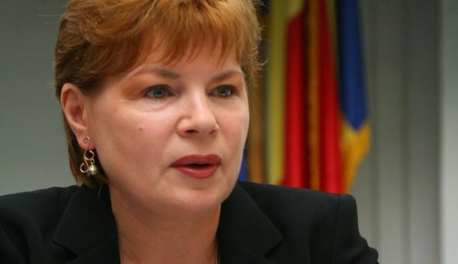 """Foto: """"Mona Pivniceru şi Valer Dorneanu - doi profesionişti potriviţi pentru CCR"""""""