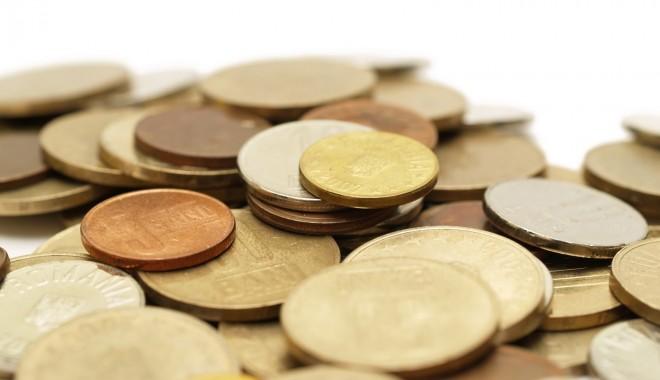 Foto: INS. Câţi bani au câştigat românii şi cât au cheltuit în primele luni ale lui 2014