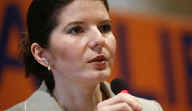 Foto: Monica Ridzi, fostul ministru al Tineretului, va fi ELIBERATĂ din închisoare