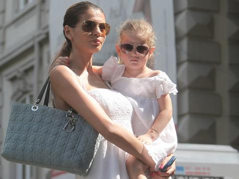 Ce i-a promis Monica Gabor fiicei sale? - monicairinasite-1318790287.jpg